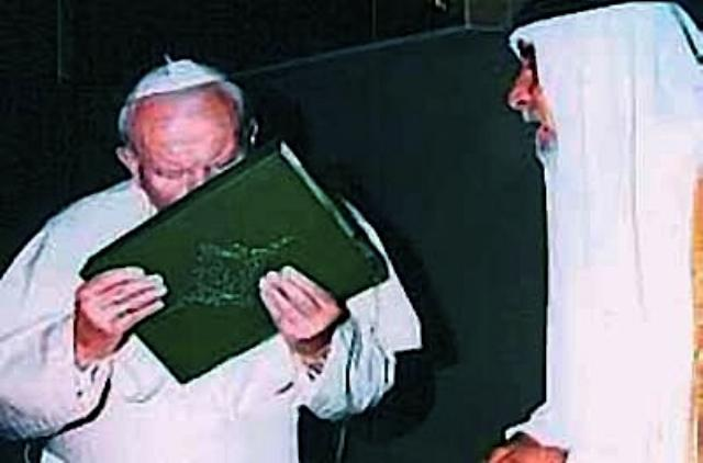 Pope kissing Qu'ran
